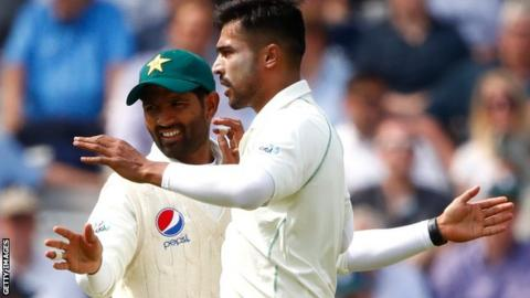 Asad Shafiq celebrates a Mohammad Amir wicket