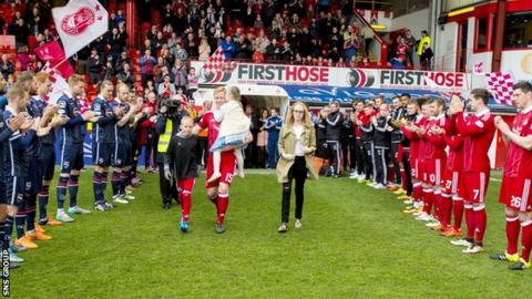 Barry Robson was given a guard of honour ahead of Saturday's match at Pittodrie