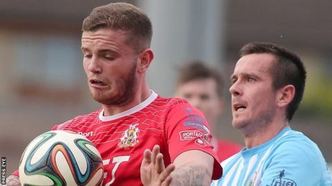 Darren Murray in action for Portadown