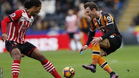 Will Keane injures his knee