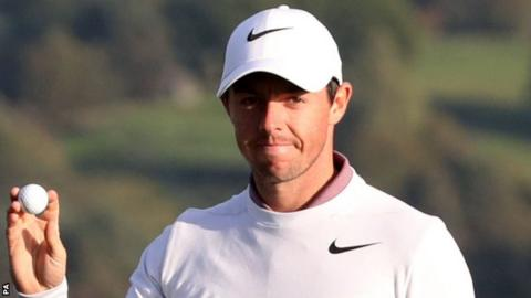 Rory McIlroy acknowledges applause on Friday