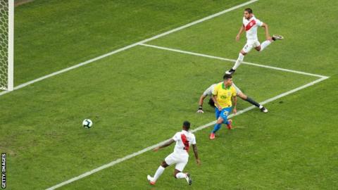 Roberto Firmino scoring