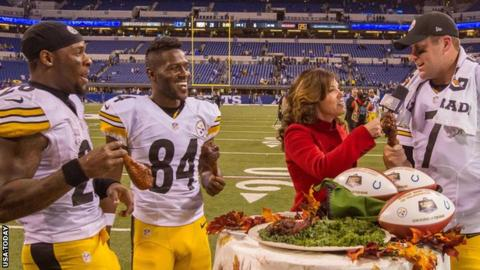 Pittsburgh Steelers running back Le'Veon Bell, wide receiver Antonio Brown and quarterback Ben Roethlisberger eat a turkey leg after the game against Indianapolis Colts