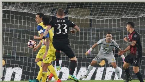 Juraj Kucka scores for AC Milan