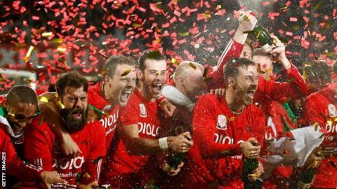 Wales celebrate euro 2016 qualification