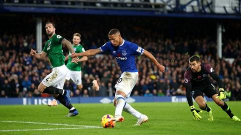 Richarlison at the double as Everton see off Brighton