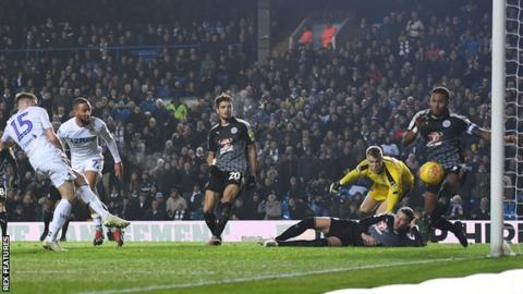 Stuart Dallas puts Leeds 1-0 up against Reading