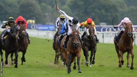 Marsha (centre) in the Nunthorpe Stakes