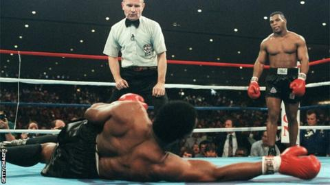 Trevor Berbick and Mike Tyson do battle in 1986