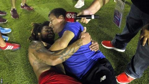 Roman Torres scored the late goal that sealed Panama's World Cup spot, and celebrated with his manager Hernan Dario Gomez
