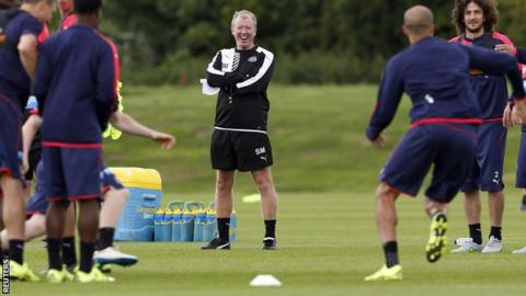 Newcastle head coach Steve McClaren and players