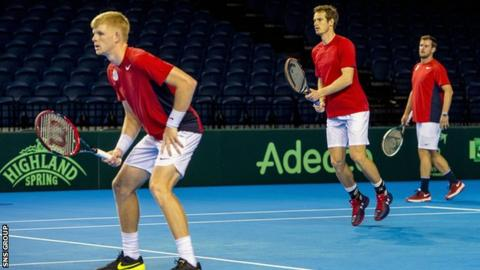Kyle Edmund and Andy Murray warming up under the gaze of captain Leon Smith