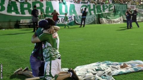 Fans cry while paying tribute to the players of the Brazilian team Chapecoense