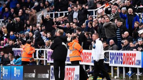 Angry Newcastle United fans shout at Steve McLaren