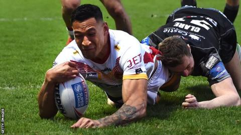 Israel Folau scores a try for Catalans Dragons
