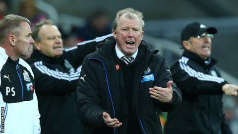 Steve McClaren shouts instructions