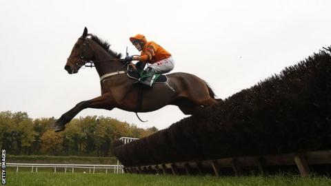Thistlecrack went off as the 1-7 favourite in a four-horse race