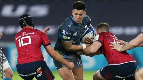 Ospreys' Tiaan Thomas-Wheeler takes on Rory Scannell and Tyler Bleyendaal