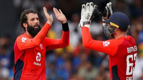 Moeen Ali and Jos Buttler celebrate a wicket
