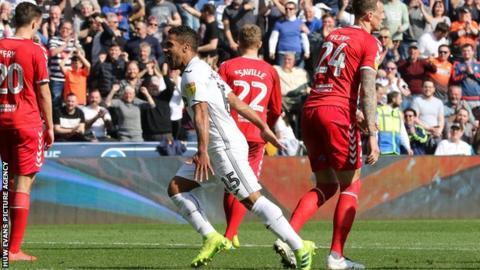 Wayne Routledge celebrates his goal