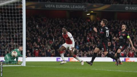 Danny Welbeck scores for Arsenal against AC Milan in the Europa League last 16