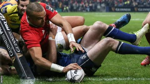 Simon Zebo dives over to score Munster's first try in Saturday's Pro12 Irish derby