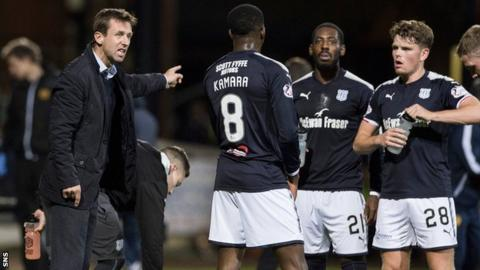 Neil McCann speaks to his Dundee players