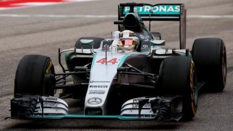 Lewis Hamilton crosses the line to win the 2015 US Grand Prix