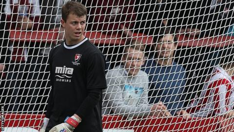 Matt Gould warms up with Cheltenham