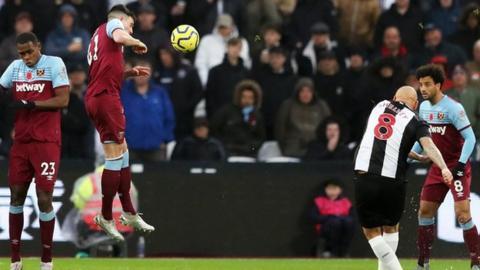 Jonjo Shelvey scores Newcastle's third goal
