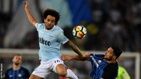 Felipe Anderson (left) fights for the ball with Inter Milan's Danilo D'Ambrosio