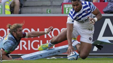 Joe Cokanasiga scores a try for Bath
