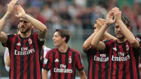 AC Milan players applaud supporters