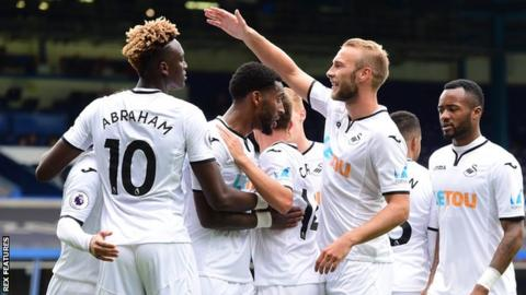 Tammy Abraham is congratulated by his Swansea team-mates during the 4-0 win over Sampdoria