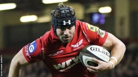 Leigh Halfpenny heads for the line