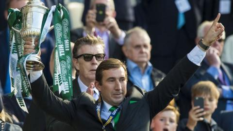 Hibs head coach Alan Stubbs with the Scottish Cup