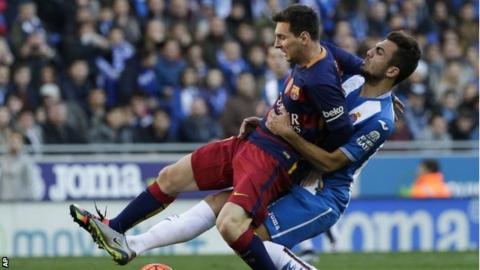 Abraham fouls Messi