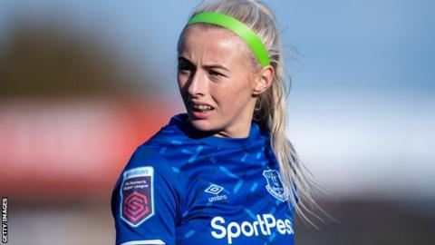'It used to be highway football with out options' - Everton's Kelly on her London roots thumbnail