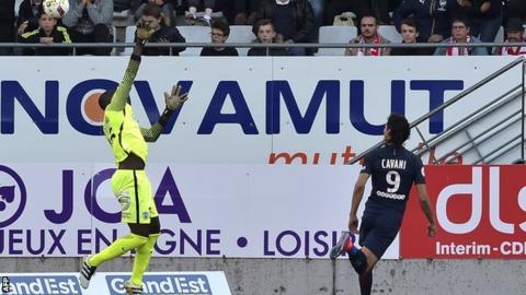 Edinson Cavani scores for PSG