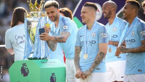 Kyle Walker agrees two-year contract extension
