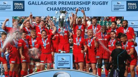 Saracens celebrate winning the Premiership