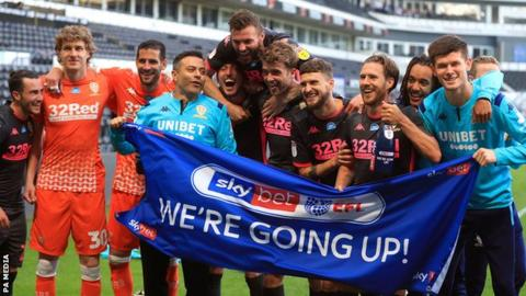 Leeds celebrate winning promotion