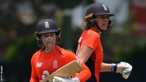 England's Tammy Beaumont (left) and Natalie Sciver