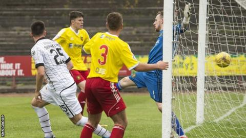 Lawrence Shankland headed in an extra-time winner for St Mirren