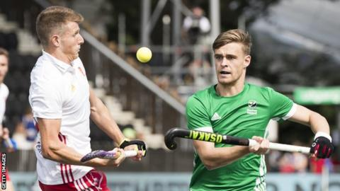 England edged a 2-1 win against Ireland to seal a semi-final spot at the 2017 EuroHockey Championships