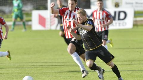 Derry defender Niclas Vemmelund and Dundalk's Daryl Horgan battle for possession at the Brandywell