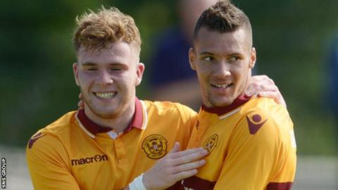 Oxford want Chris Cadden to replace Marvin Johnson