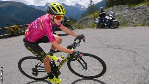 Annemiek van Vleuten en route to winning stage five of the 2019 Giro Rosa