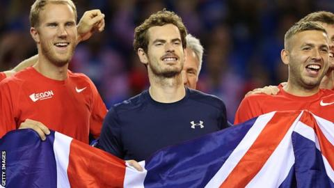 Andy Murray (centre)