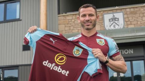 Burnley sign Phil Bardsley